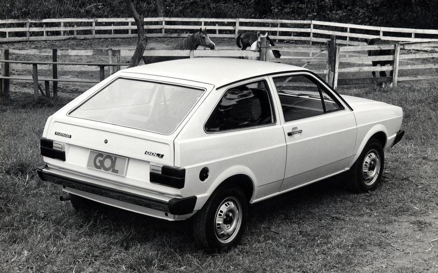 Volkswagen-Gol-1980-2-900x560